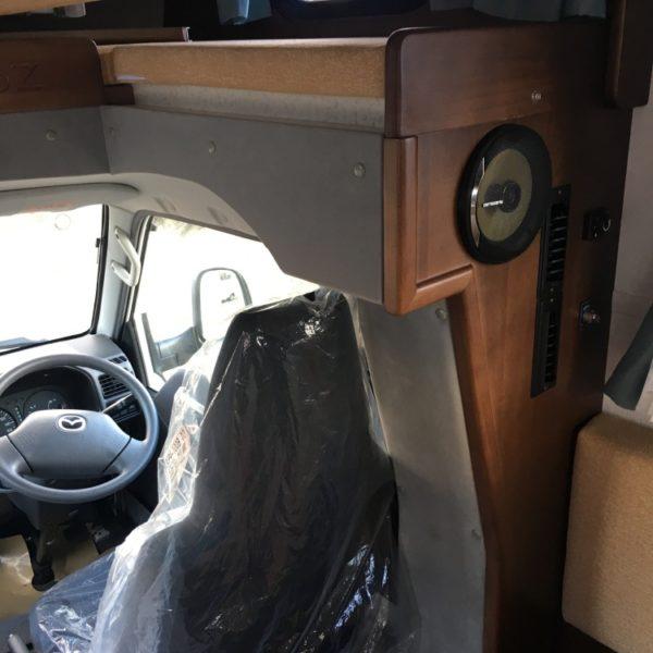 キャンピングカーの木部内装リペア