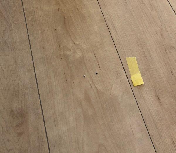 床のビス穴直っていきます